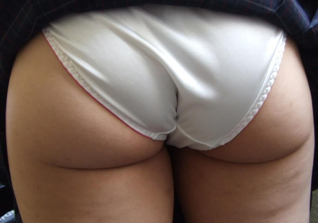 Sexy milf vpl ass exposed white panties